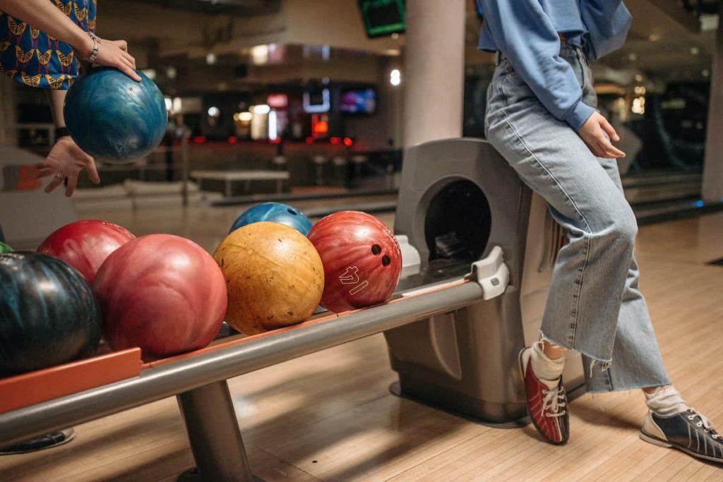 Enjoy Bowling In Gutter Bar